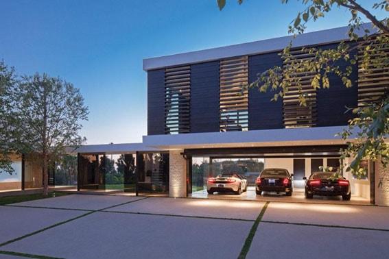 Luxury Modern Home Garage withc Glass - Webber + Studio